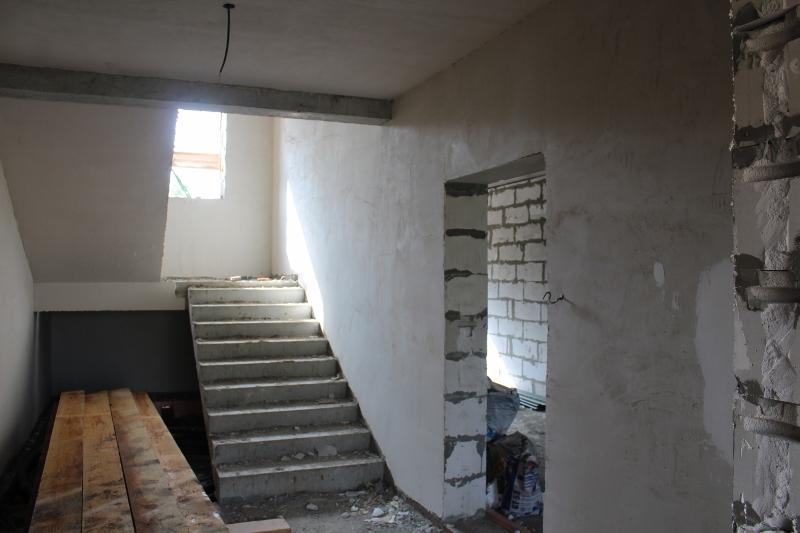квартал Согласия, 2. Оштукатуриваем стены в подъездах.