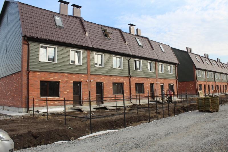 Вадима Туманова, 2а. Вид на дворовой фасад. Облагораживаем заднюю территорию дома.