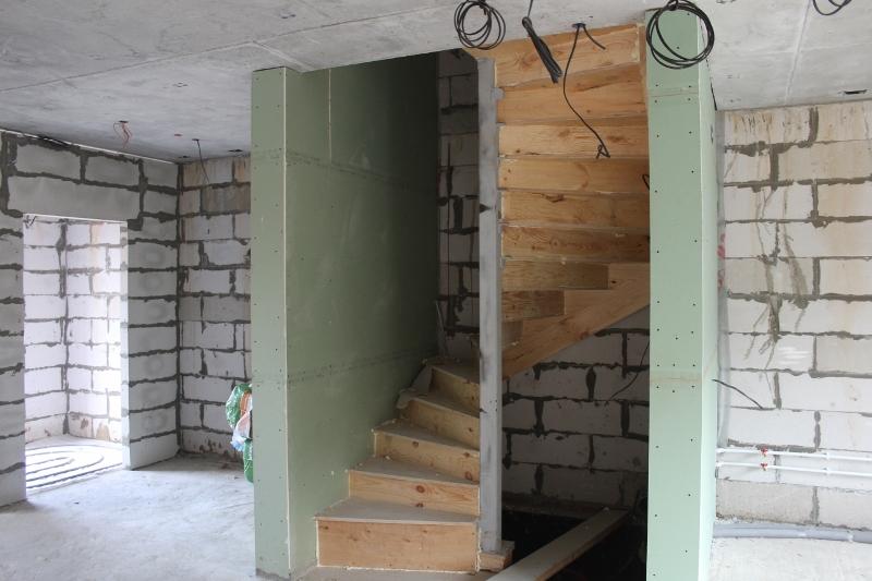 Вадима Туманова, 2а. Установили лестницы в домах.