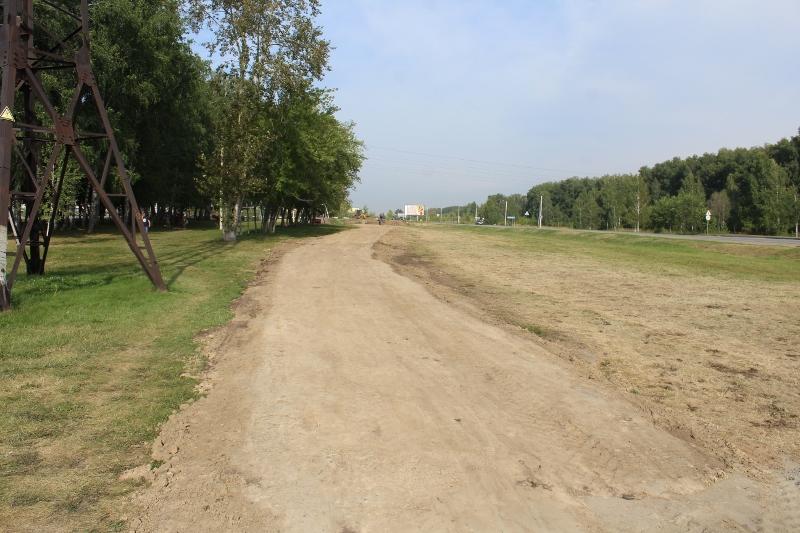 Отсыпали тротуар в сторону села Толмачева. Осталось покрыть отсевом.