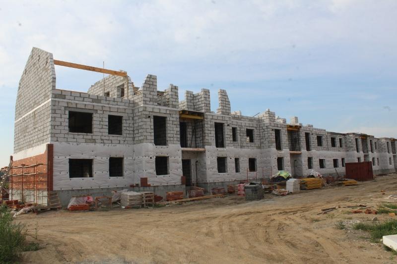 квартал Согласия, 3. Вид на дворовой фасад. Начали поднимать сибитные стены третьего этажа.