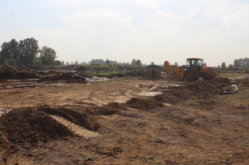 Джобса 3 начали копать траншеи для замены грунта в основании