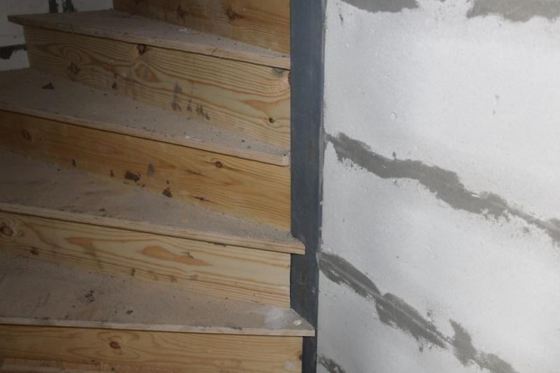 Изменили конструкцию лестницы, труда теперь квадратная.